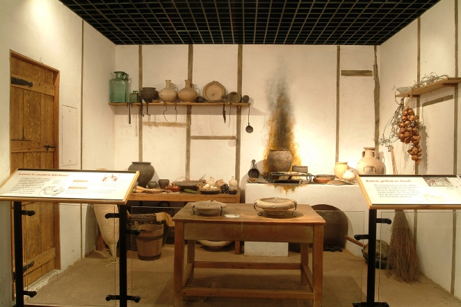 Roman kitchen in the Roman Gallery © Museum of London.jpg
