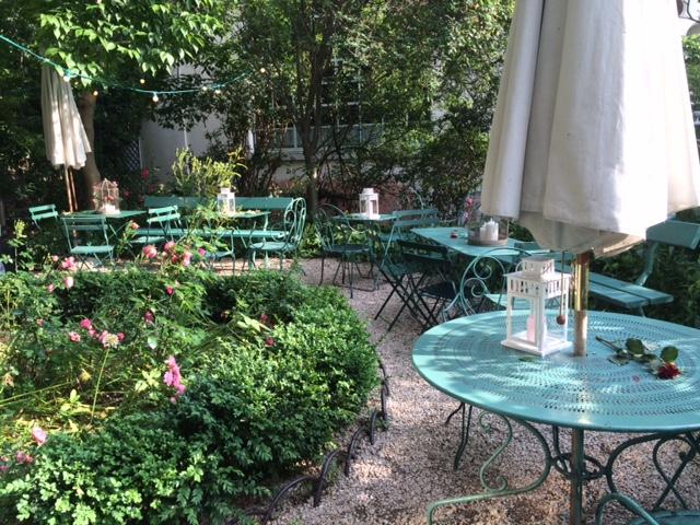 Un thé dans le jardin_MvR (c) DR_MvR.jpg