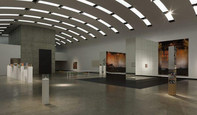 2-Isa_Genzken_KunsthalleWien2014-SW_01.jpg